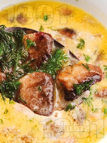 Гъбена чорба с картофи и сметана - снимка на рецептата